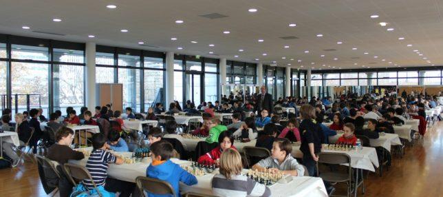 La superbe et spacieuse salle de jeu du Palais des Sports de Puteaux (photo : Puteaux Echecs)