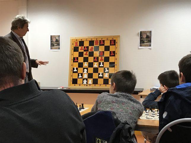 Nikolay pendant l'analyse de sa partie contre Lupu
